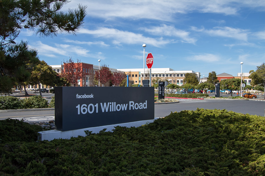 Facebook - 1601 Willow Road, Menlo Park, Kalifornia